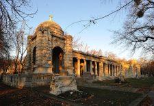 Átadták a Fiumei úti sírkert felújított északi árkádsorát
